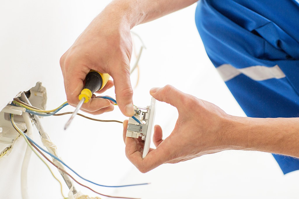 Why You Shouldn't DIY When It Comes to Electrical Job