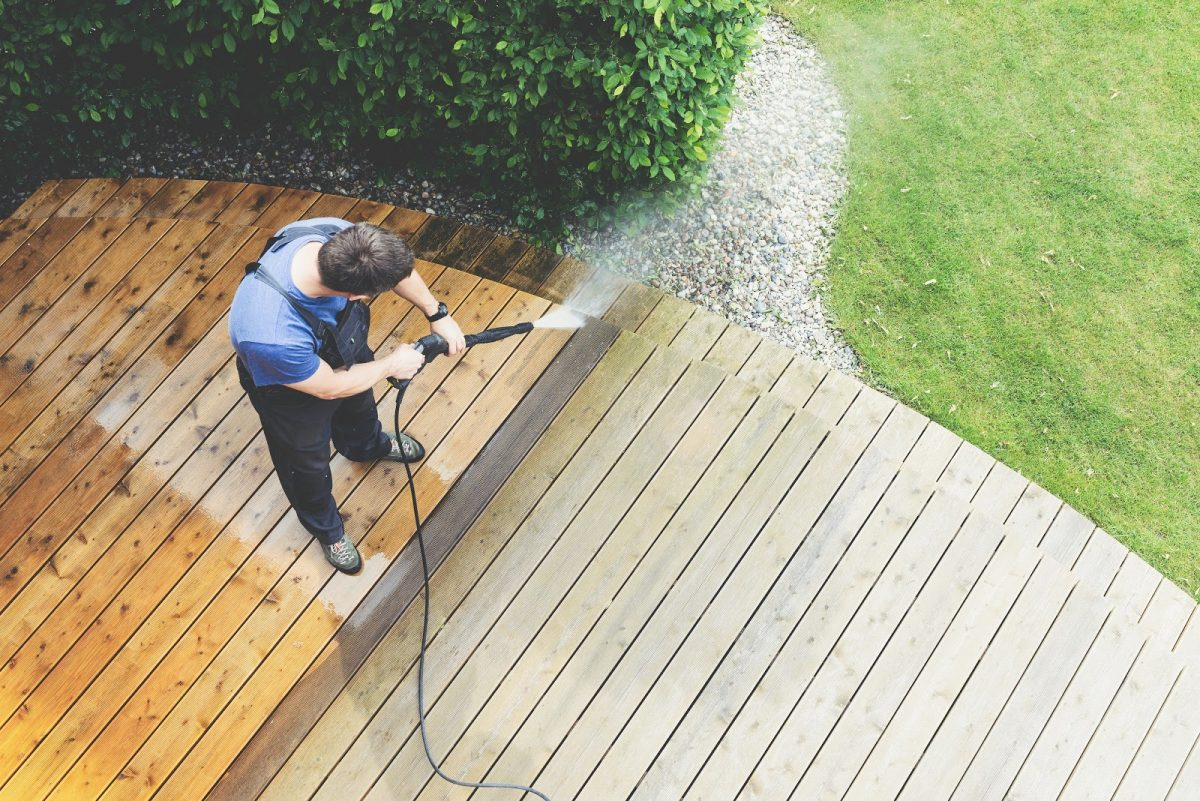 Different Things to Pay Attention to When Hiring Professionals for Power Washing Your House