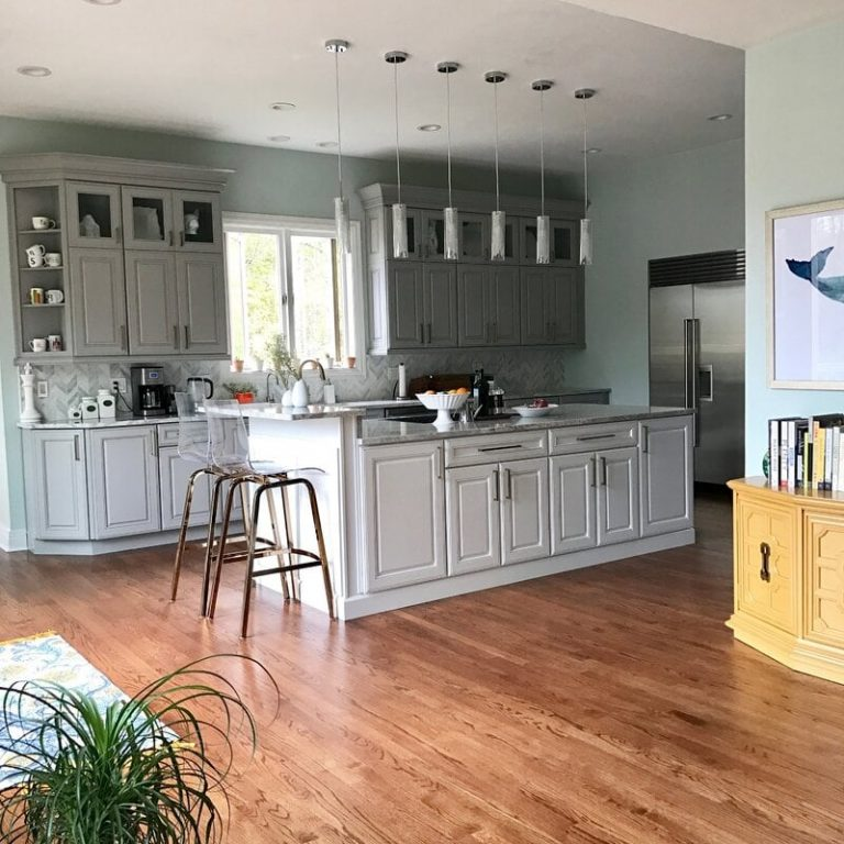 Tips on How to Decorate the Top of Kitchen Cabinets